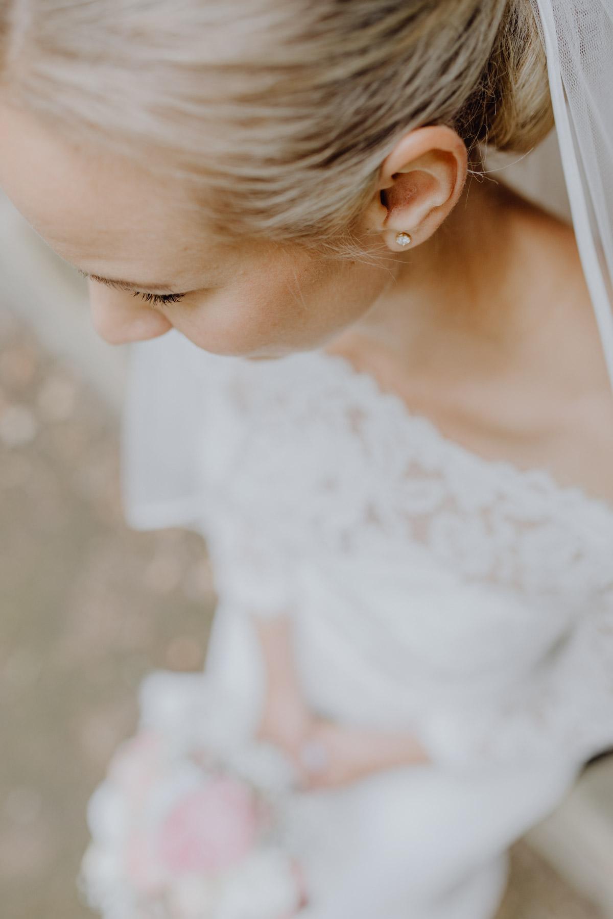Professionelle Fotografie von Braut im Hochzeitskleid