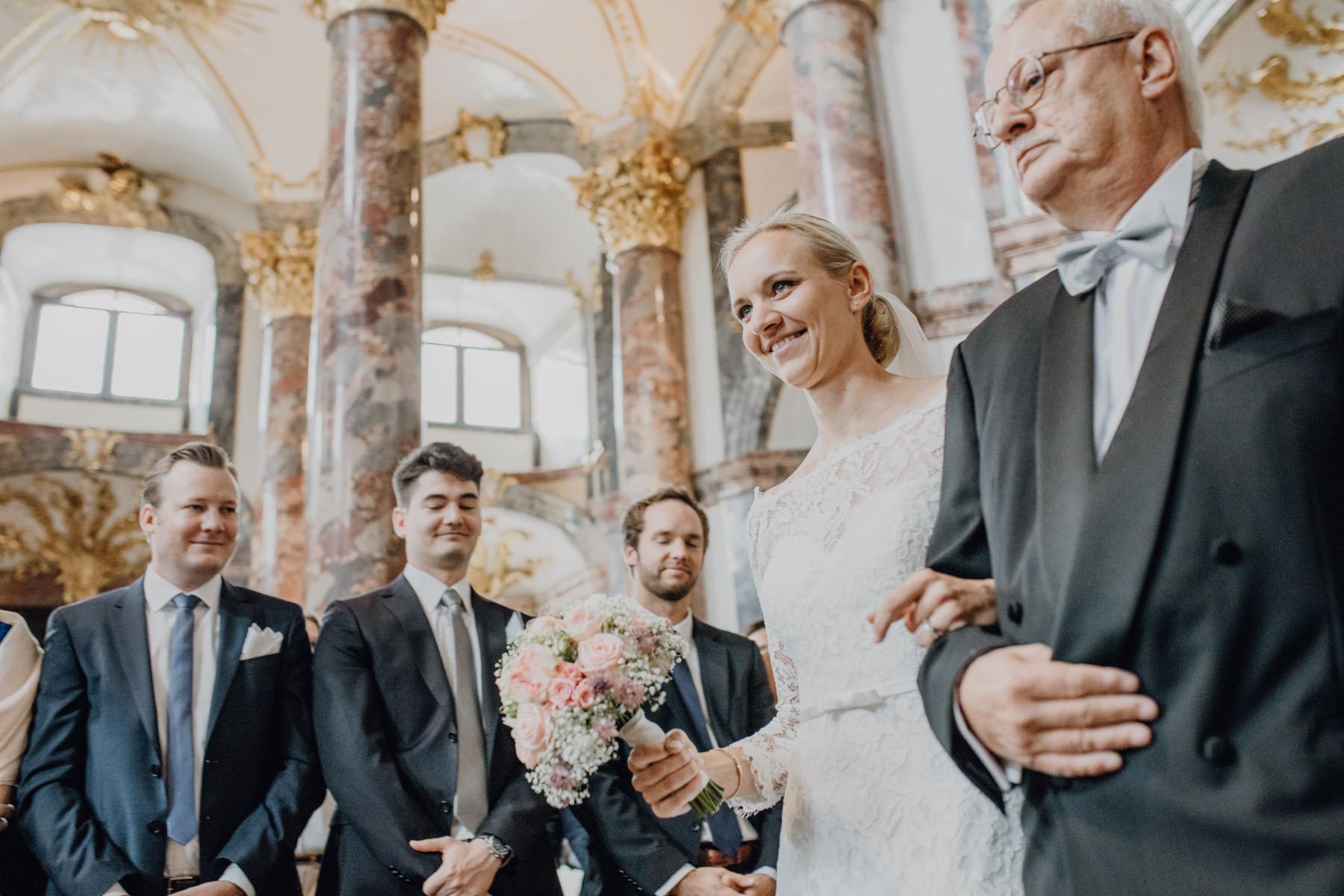 Hochzeitsfotografie Braut und Vater in Nuernberg
