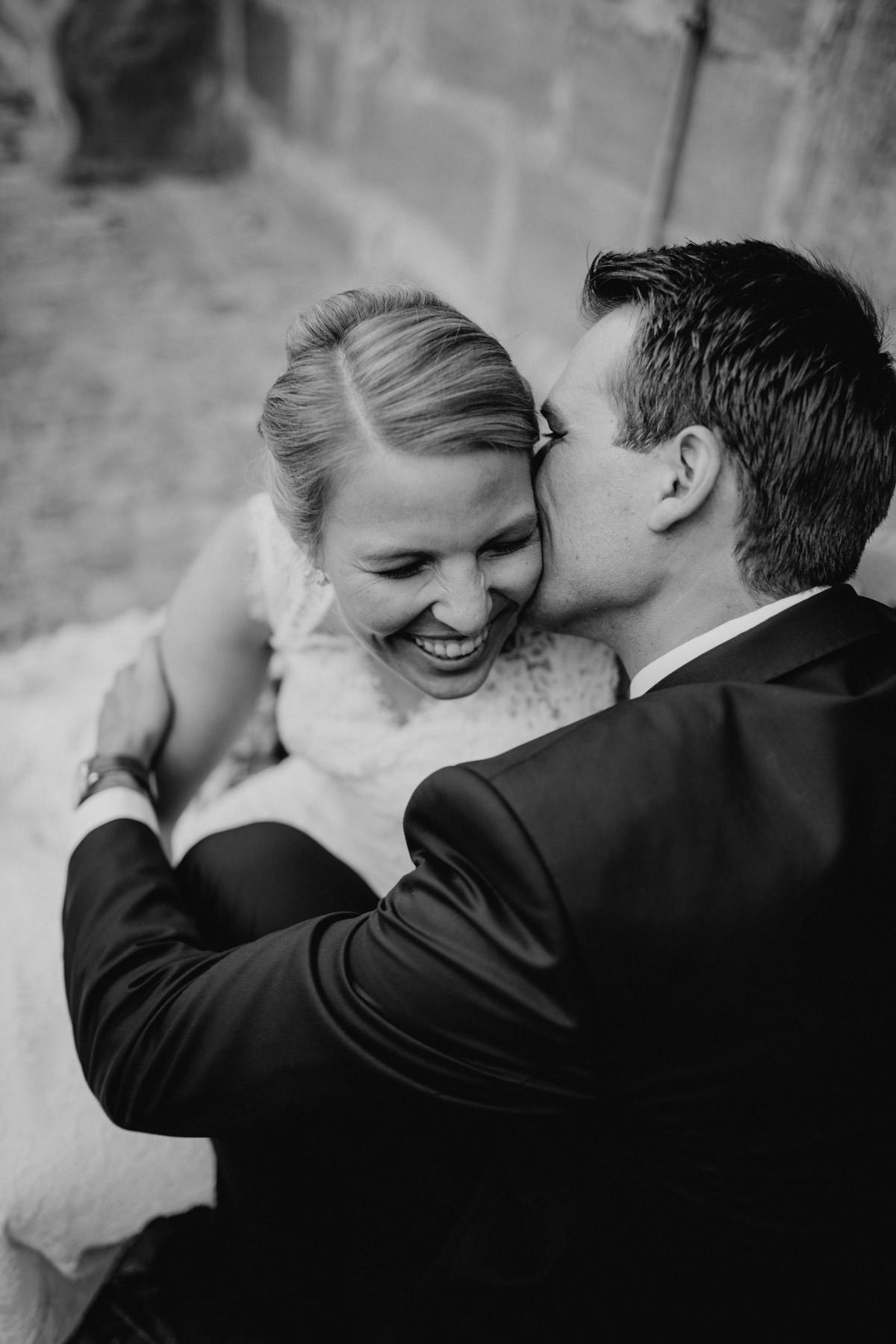 Natürliche Fotografie eines Brautpaares
