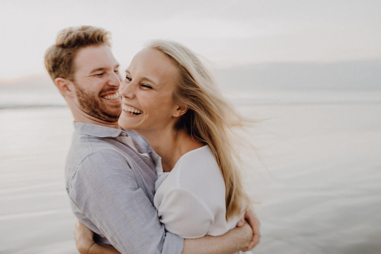 Gefühlvolles Paarshooting am Strand von Bali